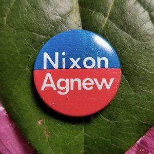 Vintage Nixon Agnew campaign button pin president